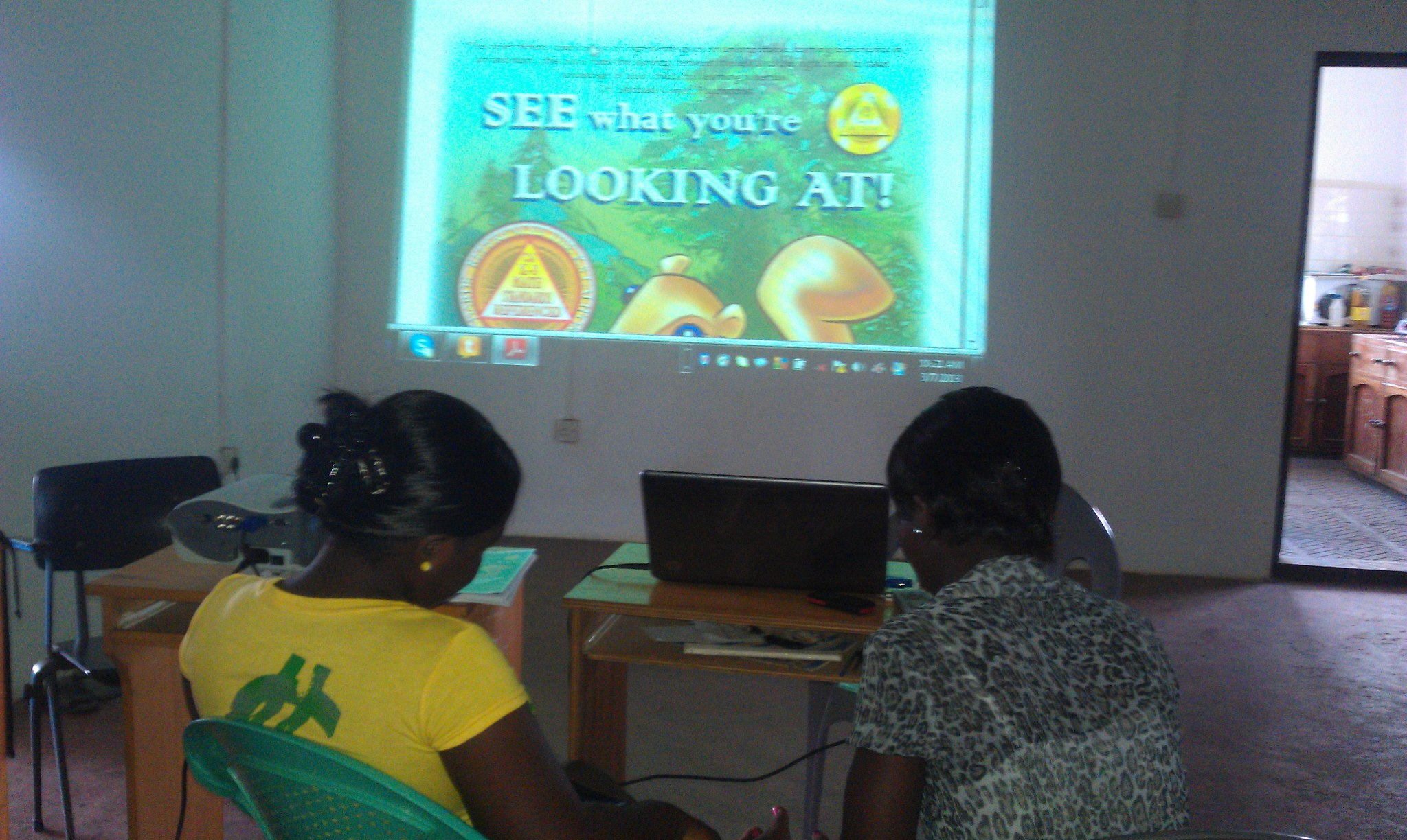 School Kids in Ghana are using our ART BOOK!